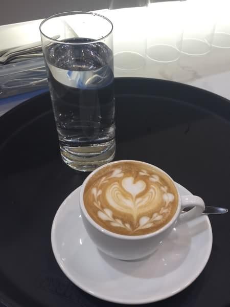 barista_latte_art_alteseite_neuesbild3_450x600_web