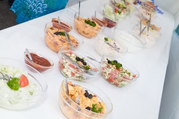 fingerfood_salate_gemischt_messe_catering_400x600_web